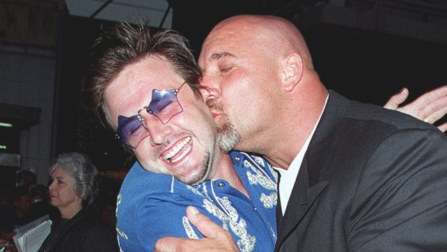David Arquette leaves deathmatch with graphic neck gash