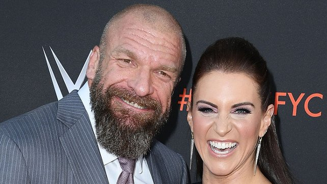 Stephanie McMahon & Triple H Introduce O.A.R. At Their Concert; The Revival Pay Tribute To Jim Neidhart (Videos)